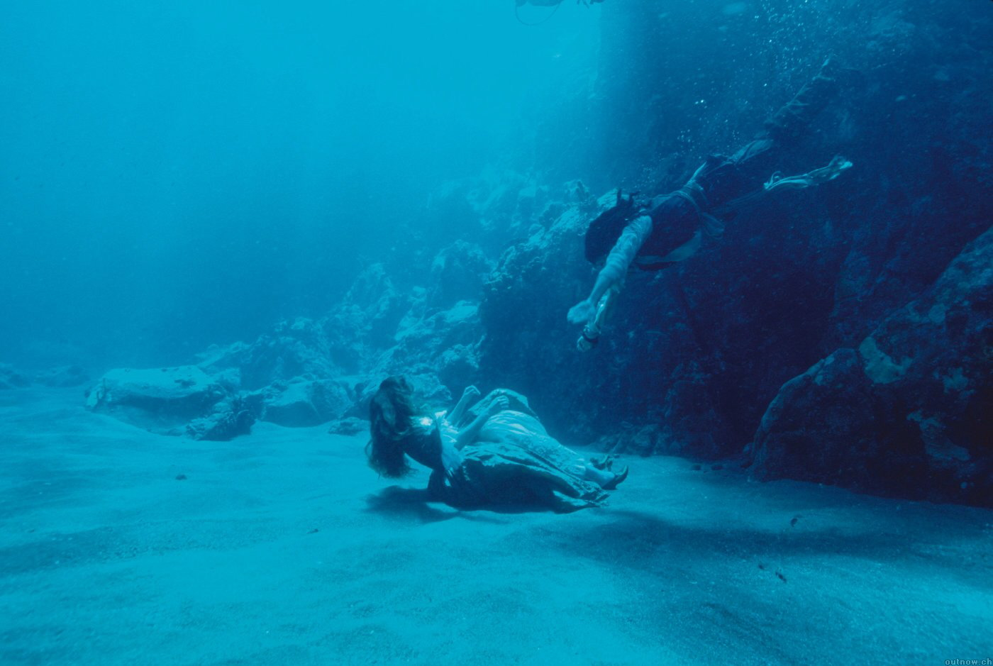 Под водой девушка картинки